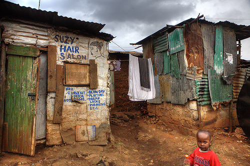 Issues with infrastructure and utilities – Kibera slum in Nairobi (Norvartis, flickr)